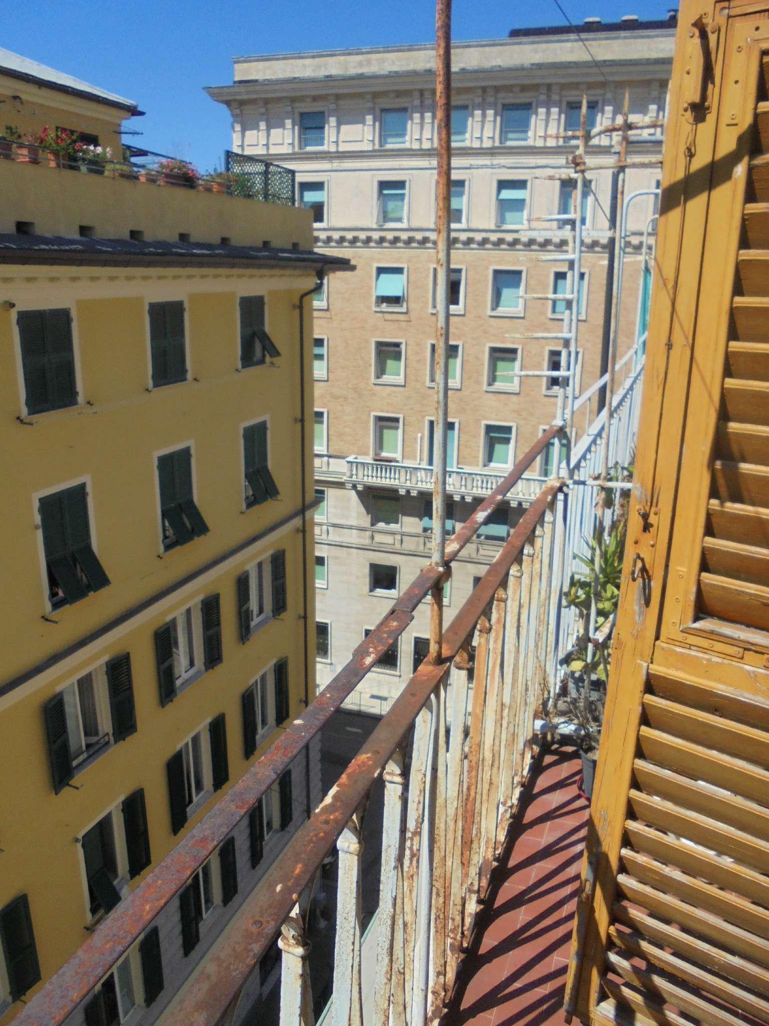 Attico / Mansarda in affitto a Genova, 7 locali, prezzo € 700 | CambioCasa.it