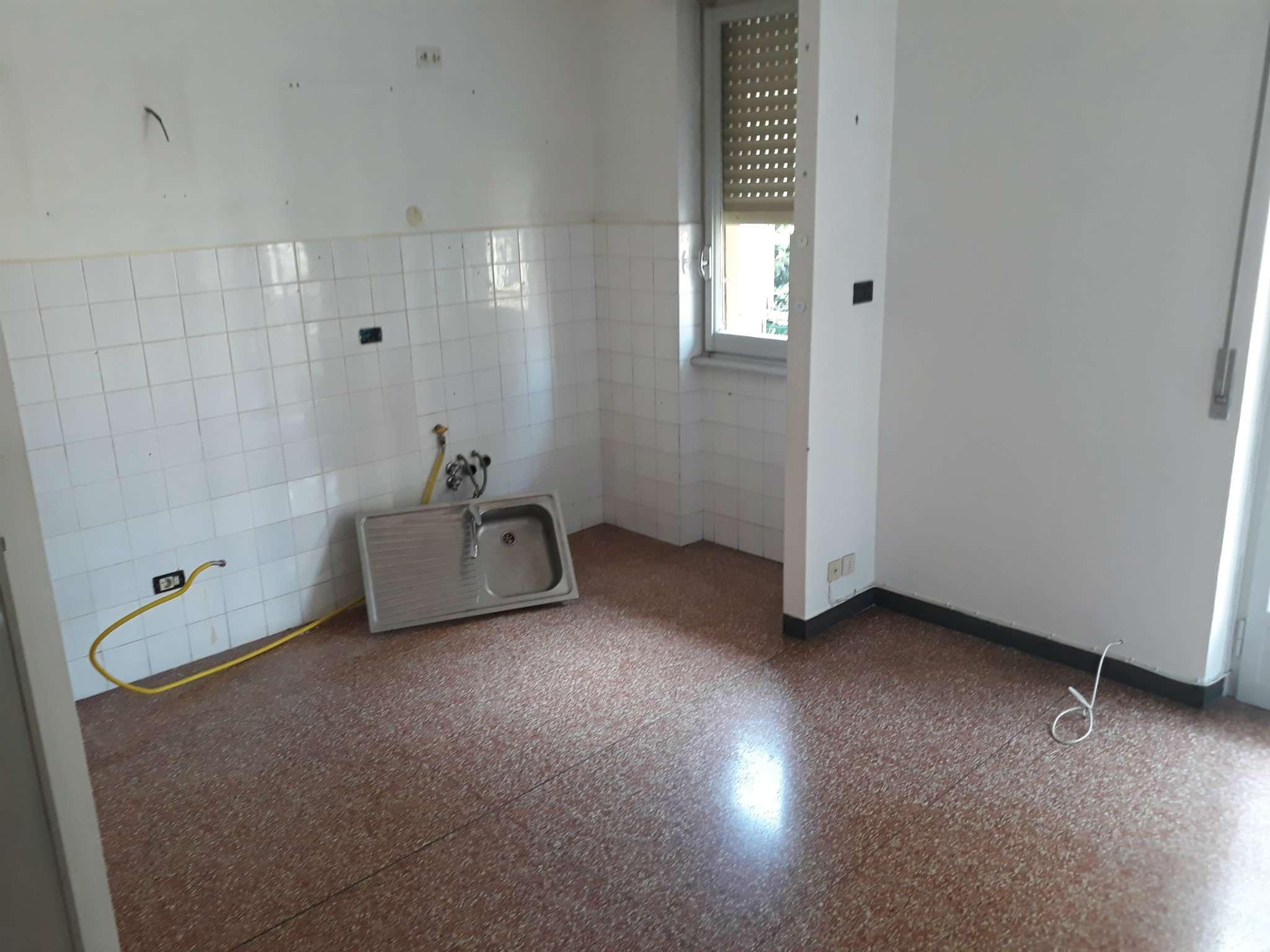 Foto 11 di Bilocale via carrara 128, Genova (zona Boccadasse-Sturla)