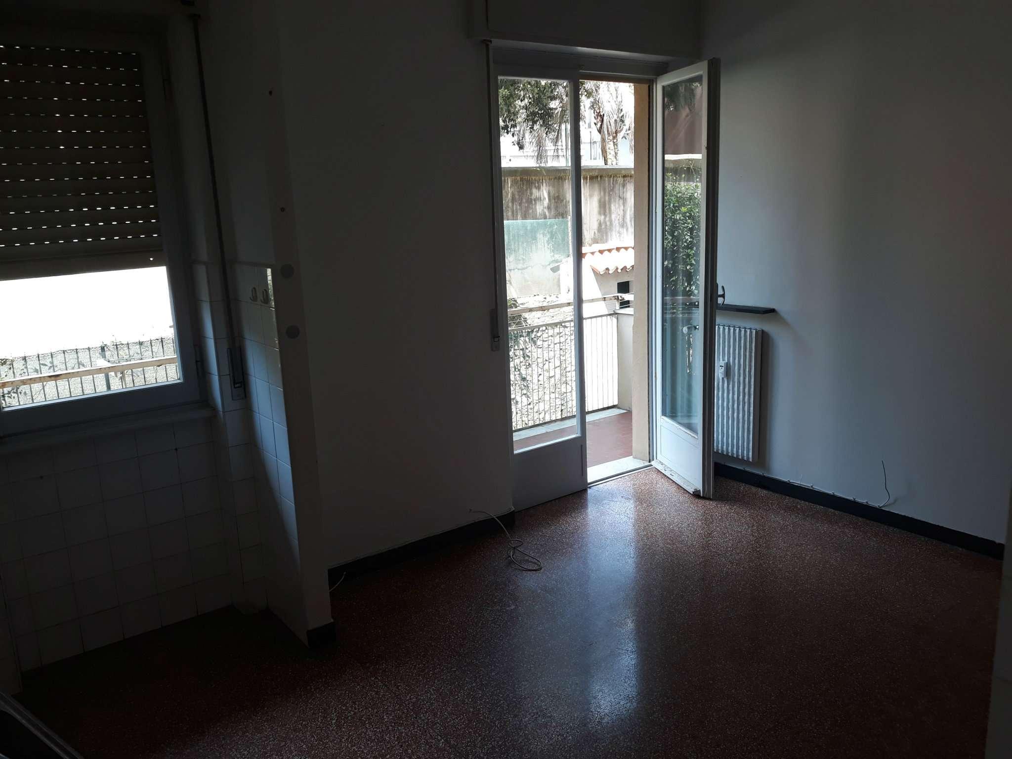 Foto 12 di Bilocale via carrara 128, Genova (zona Boccadasse-Sturla)