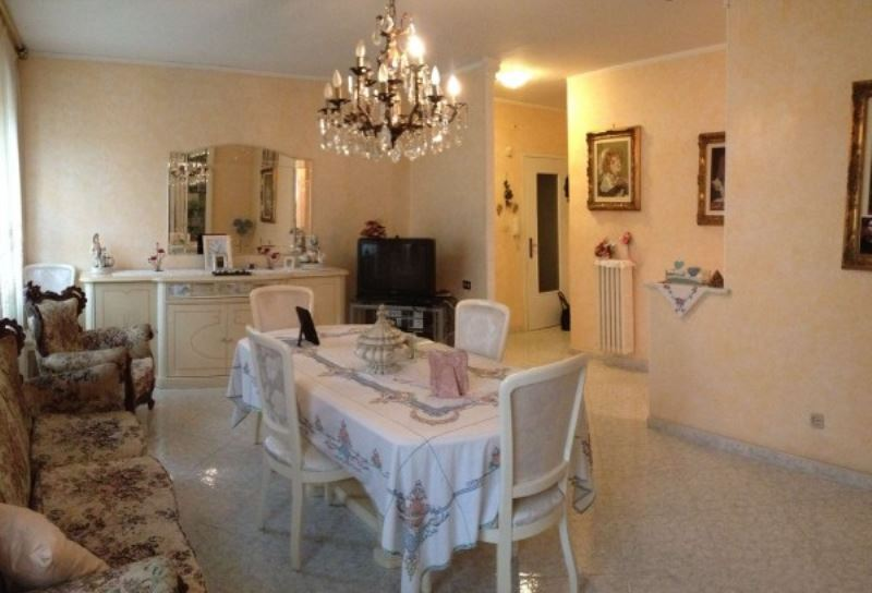 Appartamento in vendita a Grugliasco, 4 locali, prezzo € 145.000   Cambiocasa.it