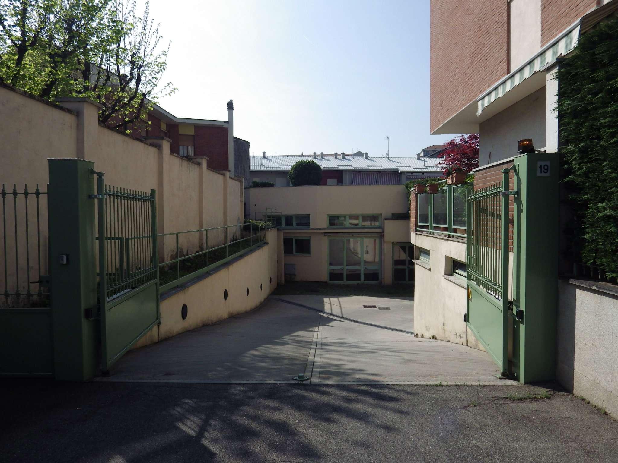 garage-Box-posto auto Singolo in Vendita a Grugliasco