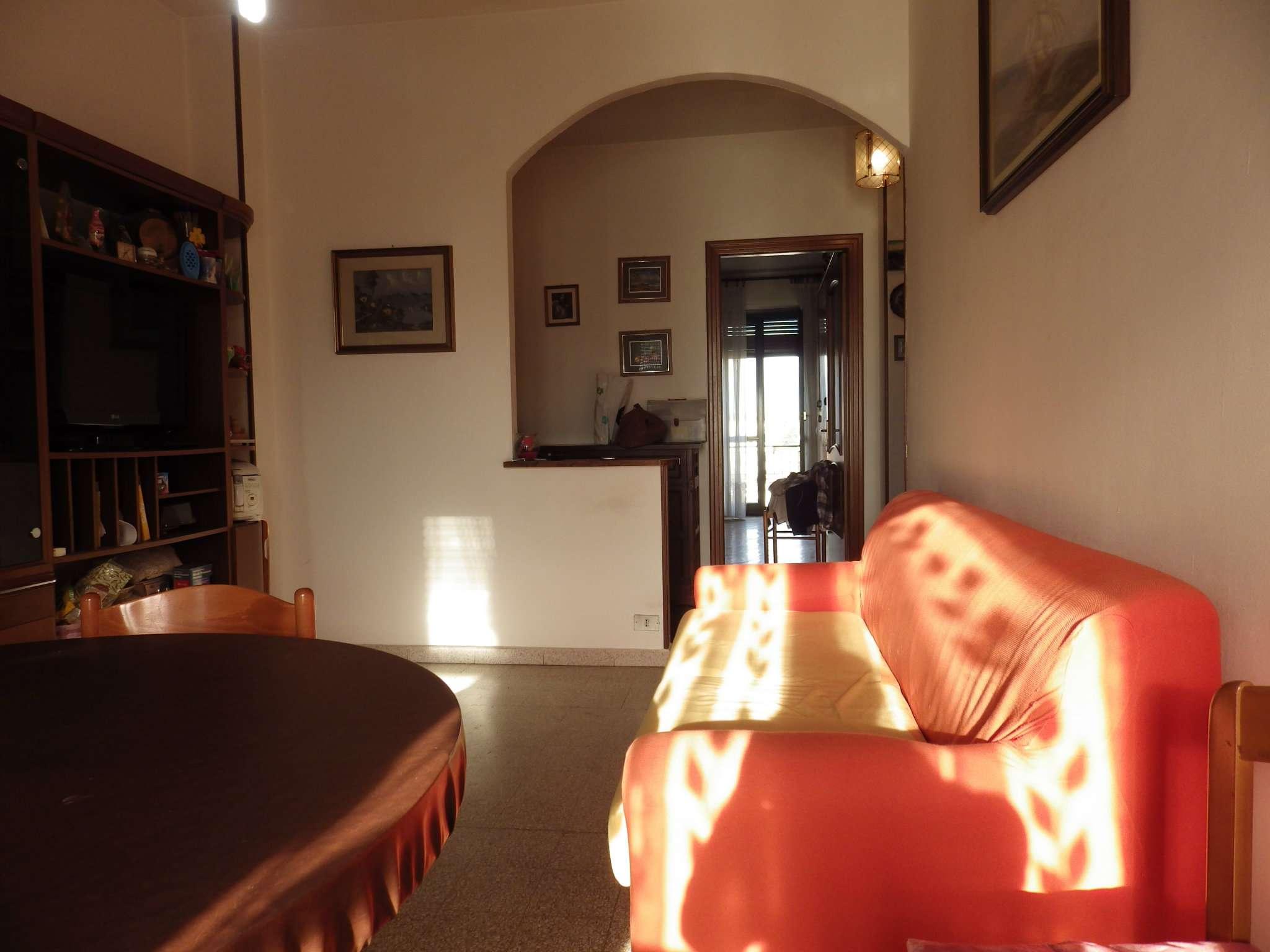 Immagine immobiliare Trilocale a Collegno A pochi metri dal Corso Francia, in zona ben servita e circondata dal verde, si propone ultimo piano senza ascensore ottimamente tagliato con splendida vista panoramica. L'immobile è composto da: disimpegno,...