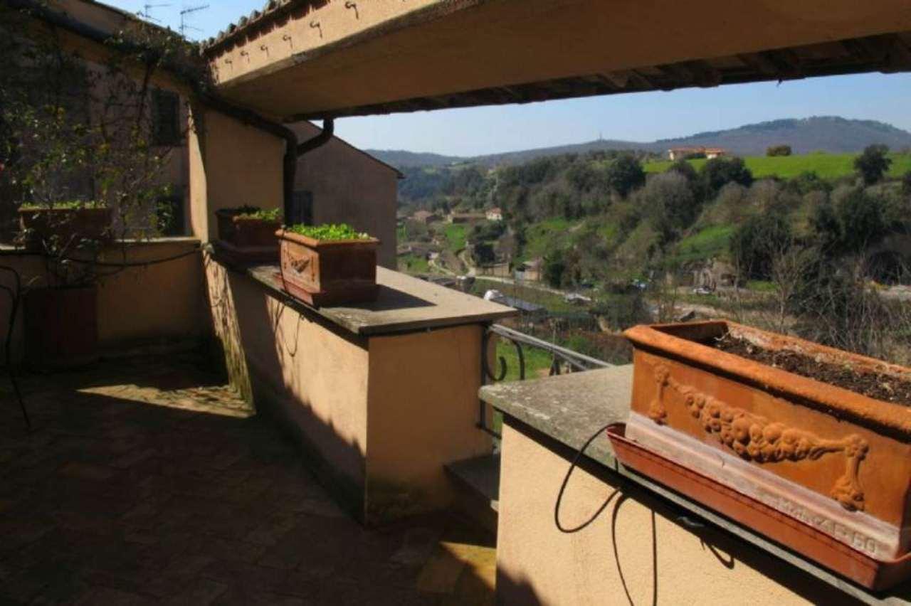 Appartamento in vendita a Canino, 4 locali, prezzo € 160.000 | CambioCasa.it