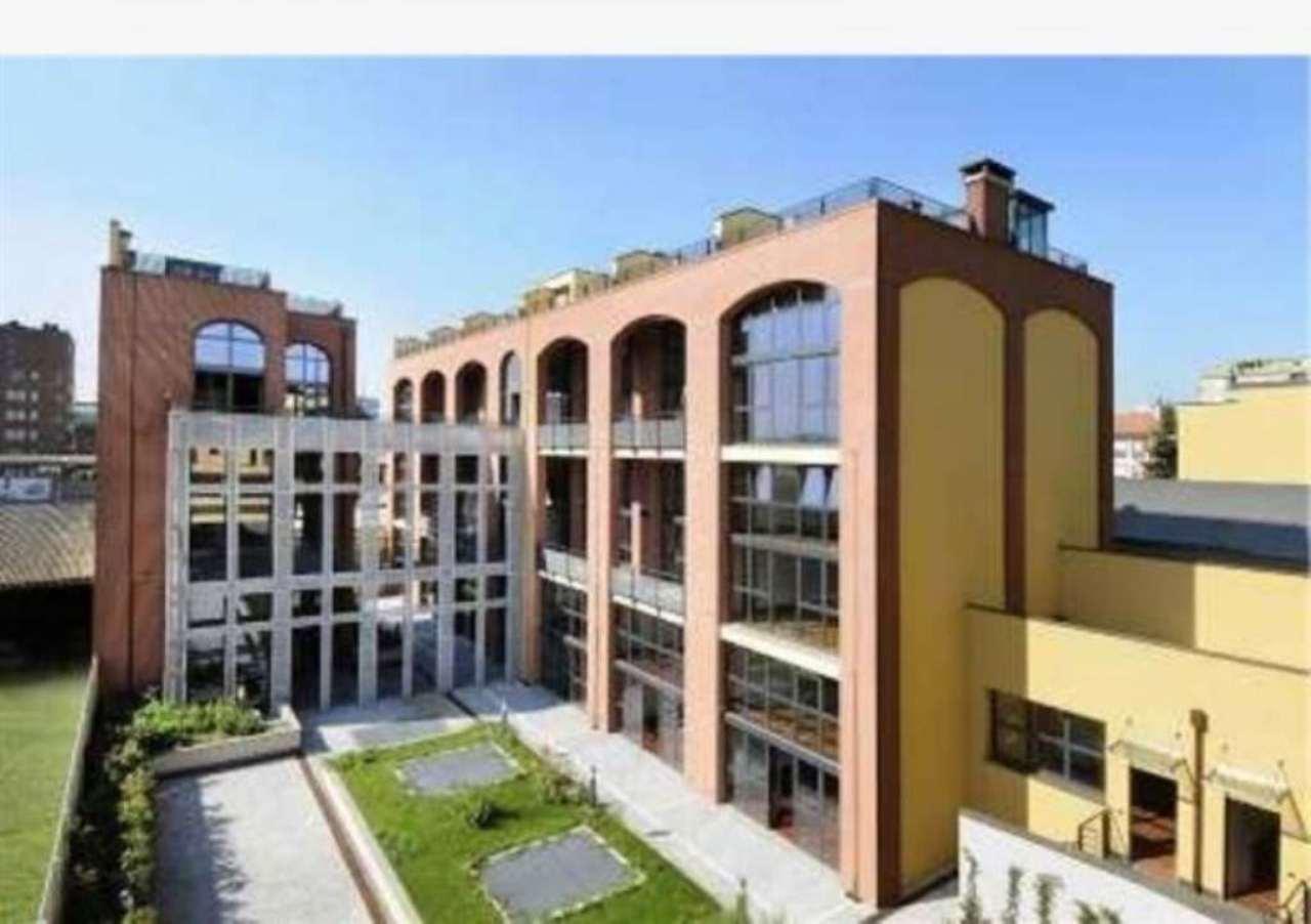 Bilocale Milano Via Teocrito 3
