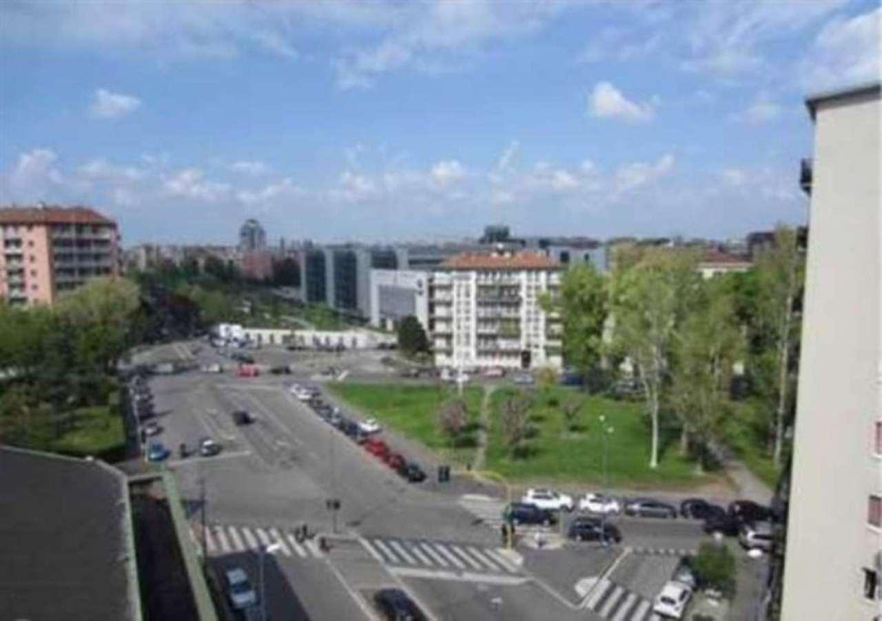 Bilocale Milano Via Fezzan 8