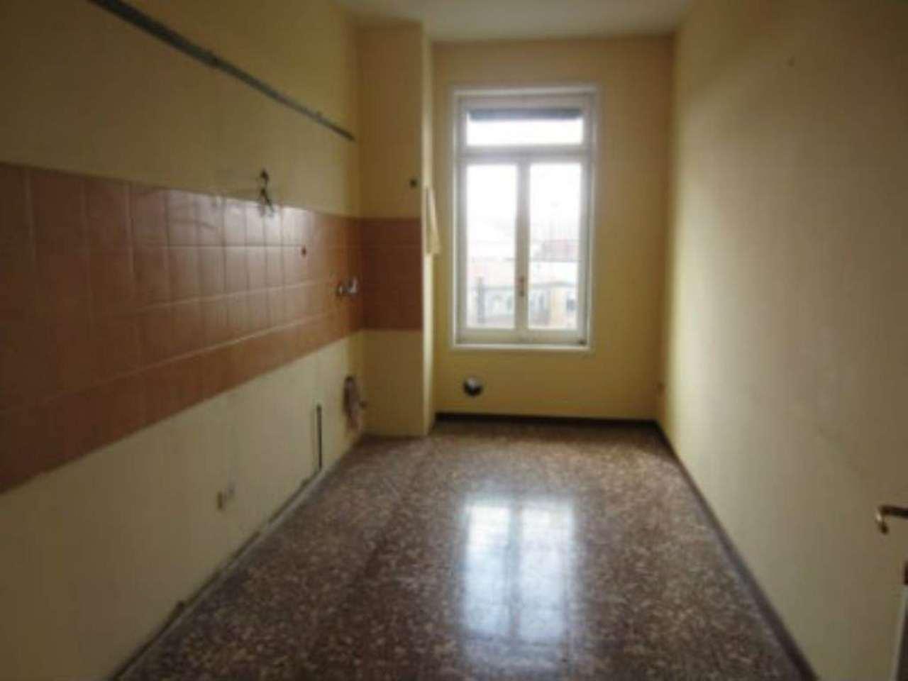 Bilocale Milano Via Fezzan 4