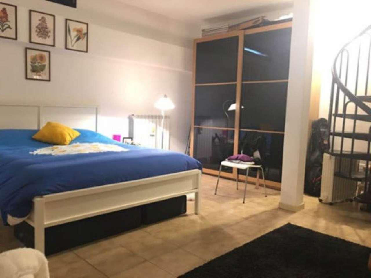 Bilocale Milano Via Fracastoro 9