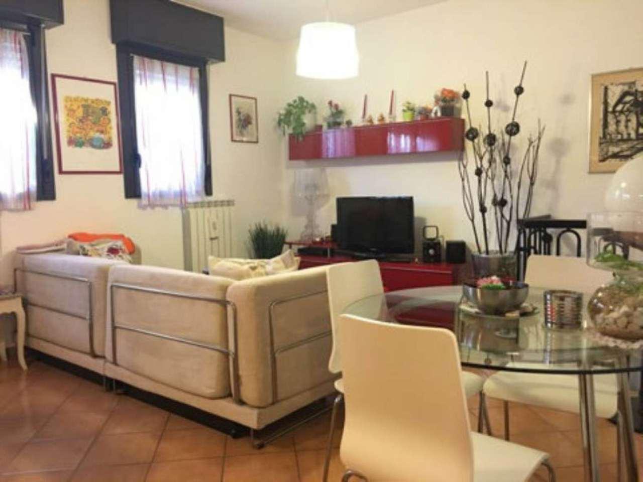Bilocale Milano Via Fracastoro 10