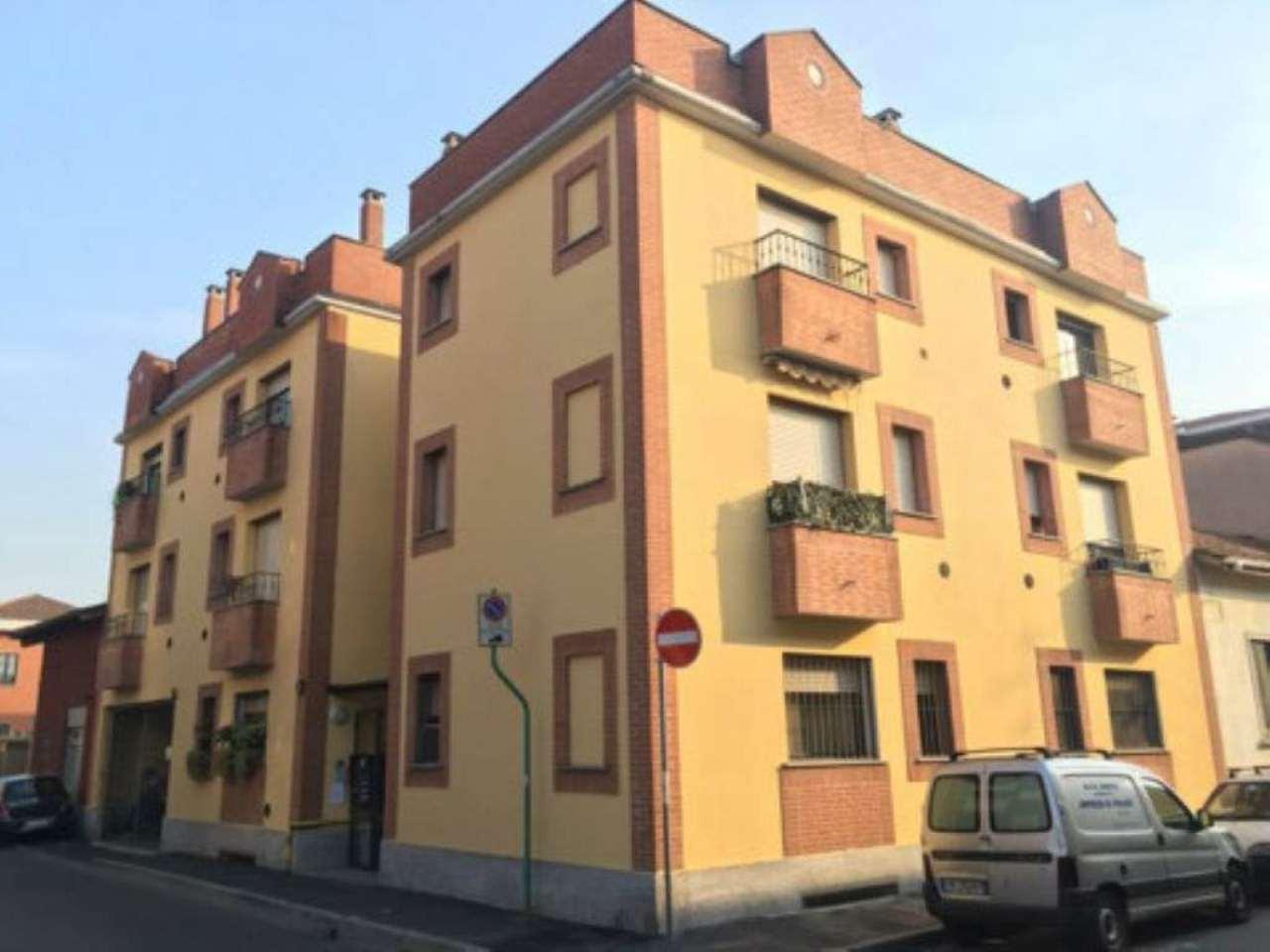 Bilocale Milano Via Fracastoro 1