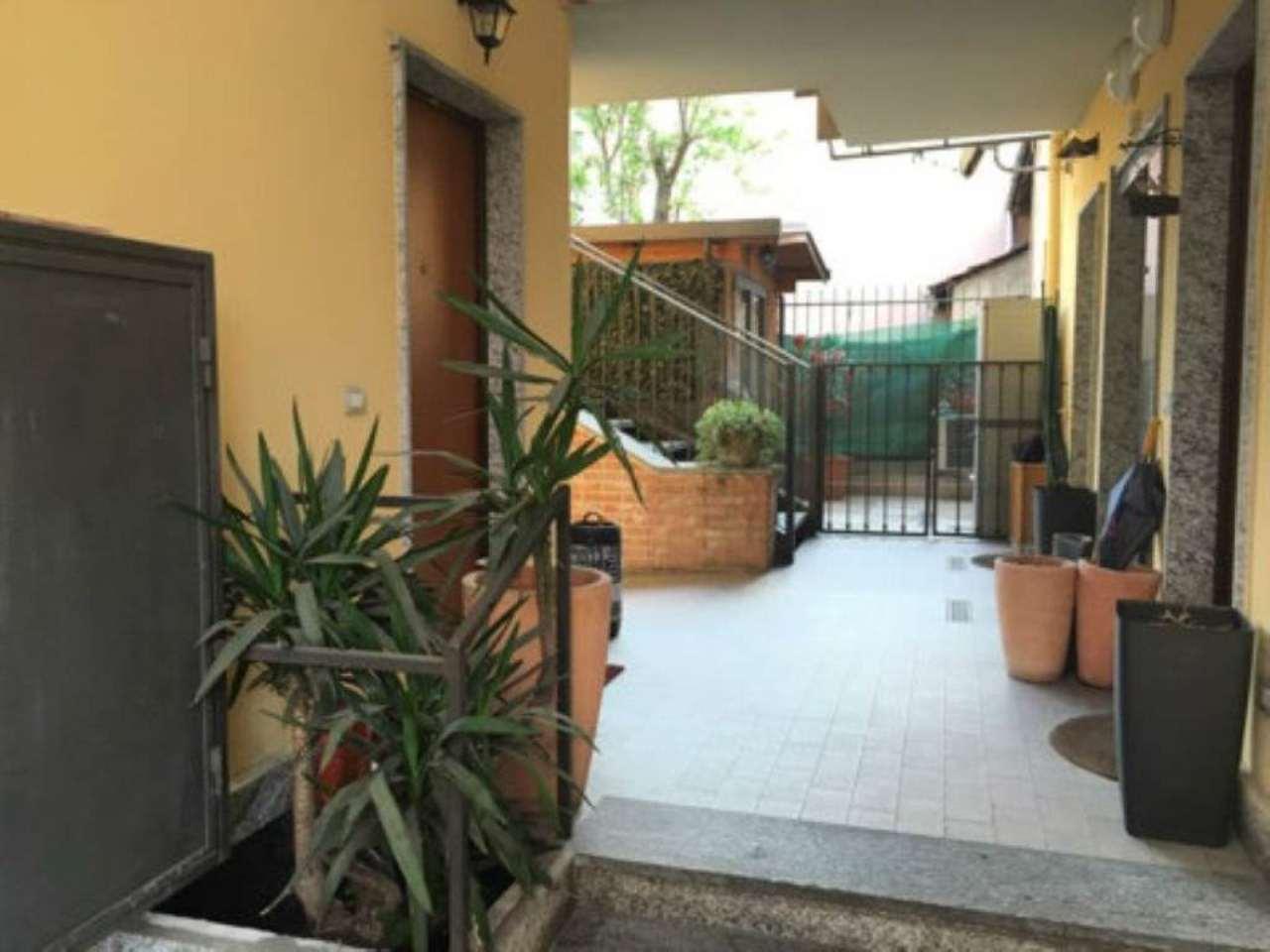 Bilocale Milano Via Fracastoro 13