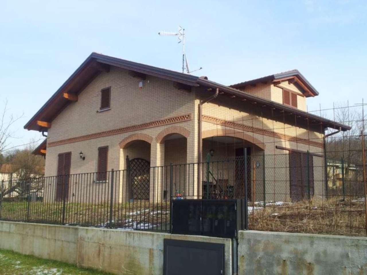 Villa Bifamiliare in vendita a Buguggiate, 4 locali, prezzo € 420.000 | Cambio Casa.it