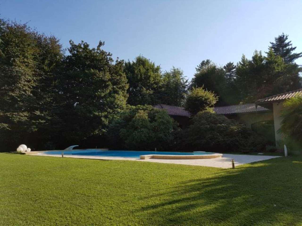 Villa in vendita a Somma Lombardo, 11 locali, Trattative riservate | Cambio Casa.it