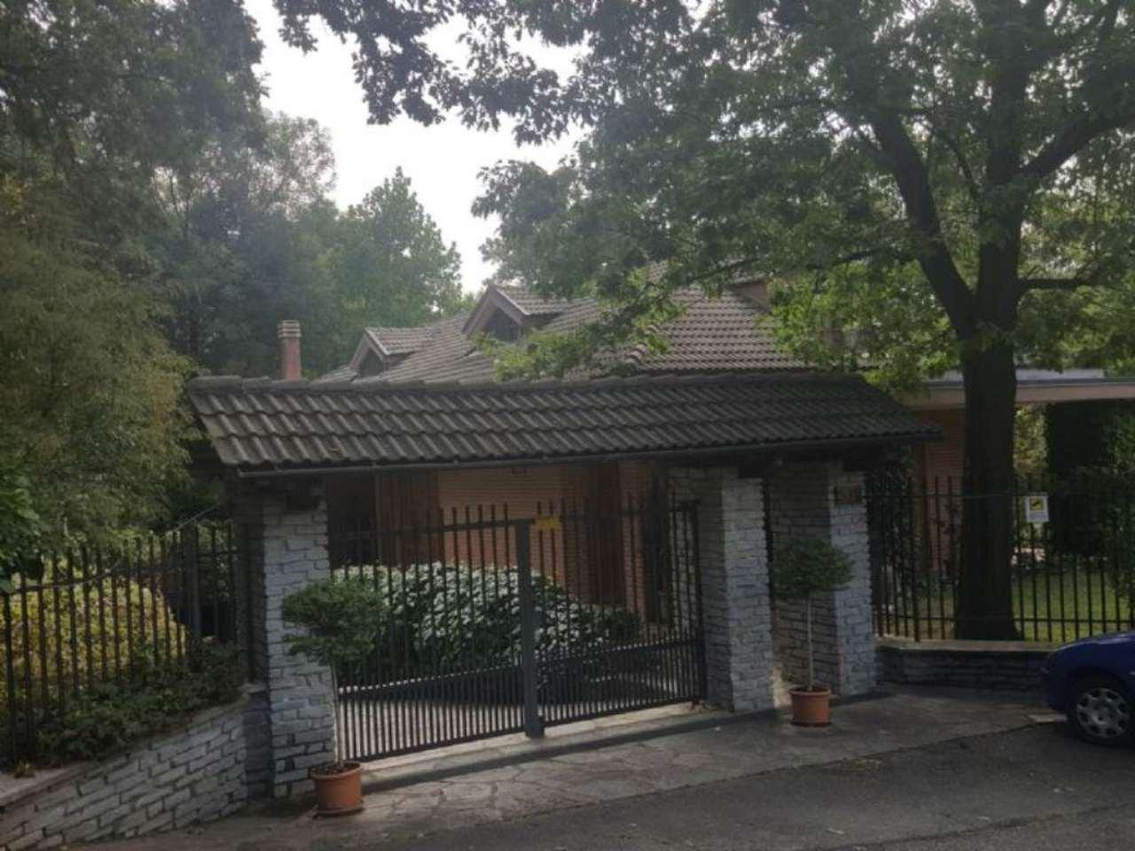 Villa in vendita a Piossasco, 10 locali, prezzo € 590.000 | Cambio Casa.it