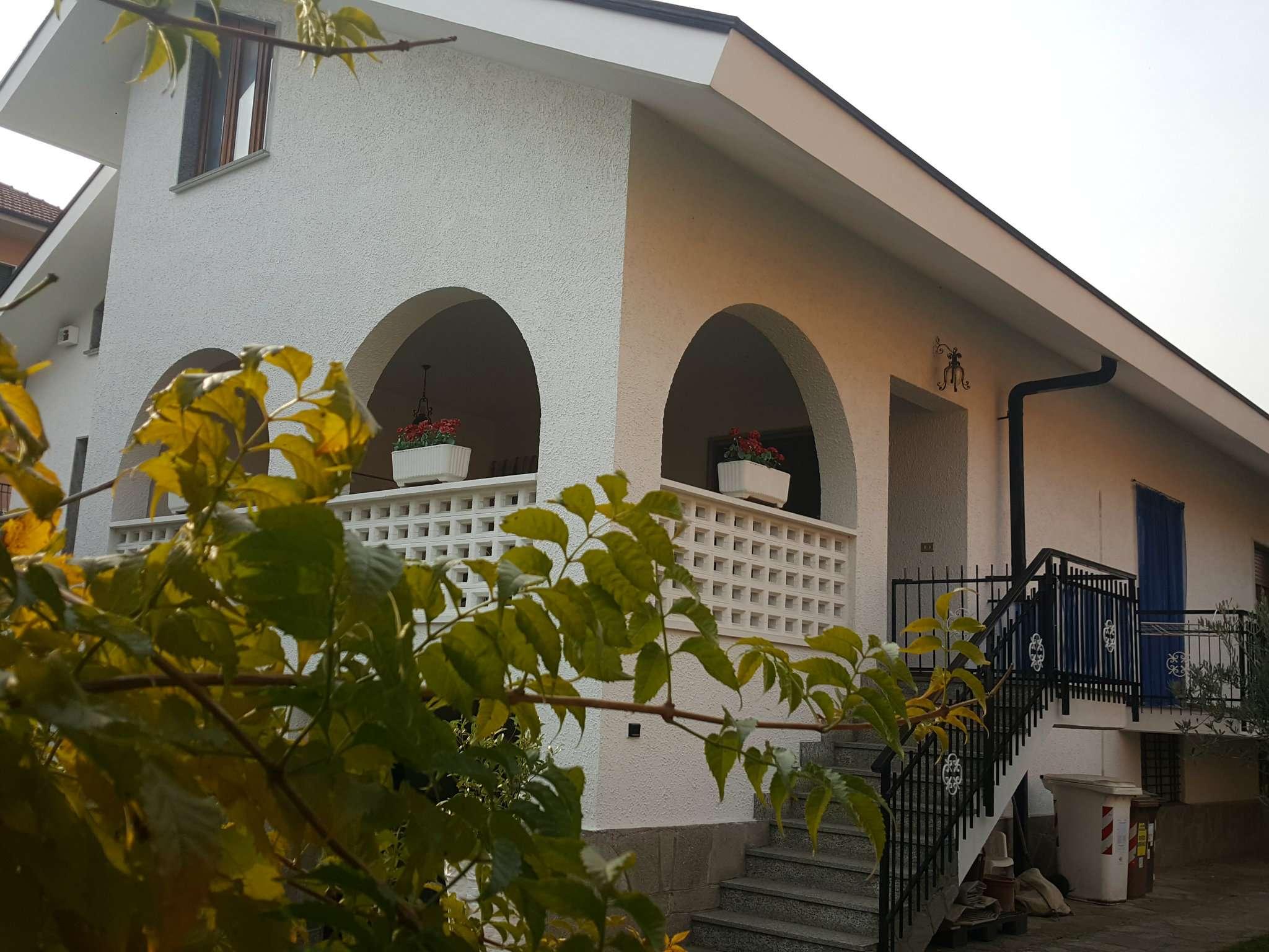 Villa in vendita a Druento, 8 locali, prezzo € 390.000   CambioCasa.it