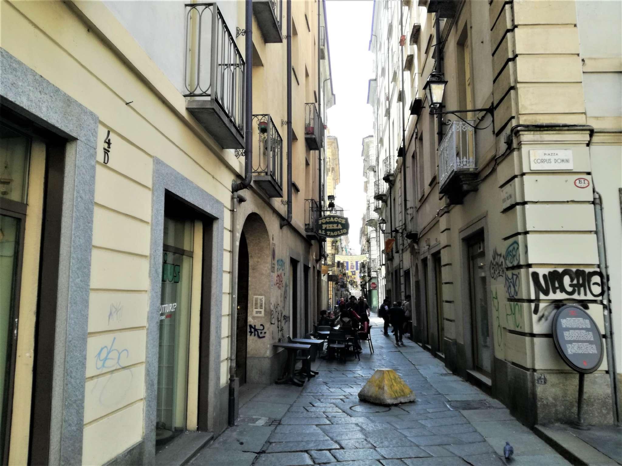Foto 1 di Locale Commerciale via Porta Palatina, Torino (zona Centro)