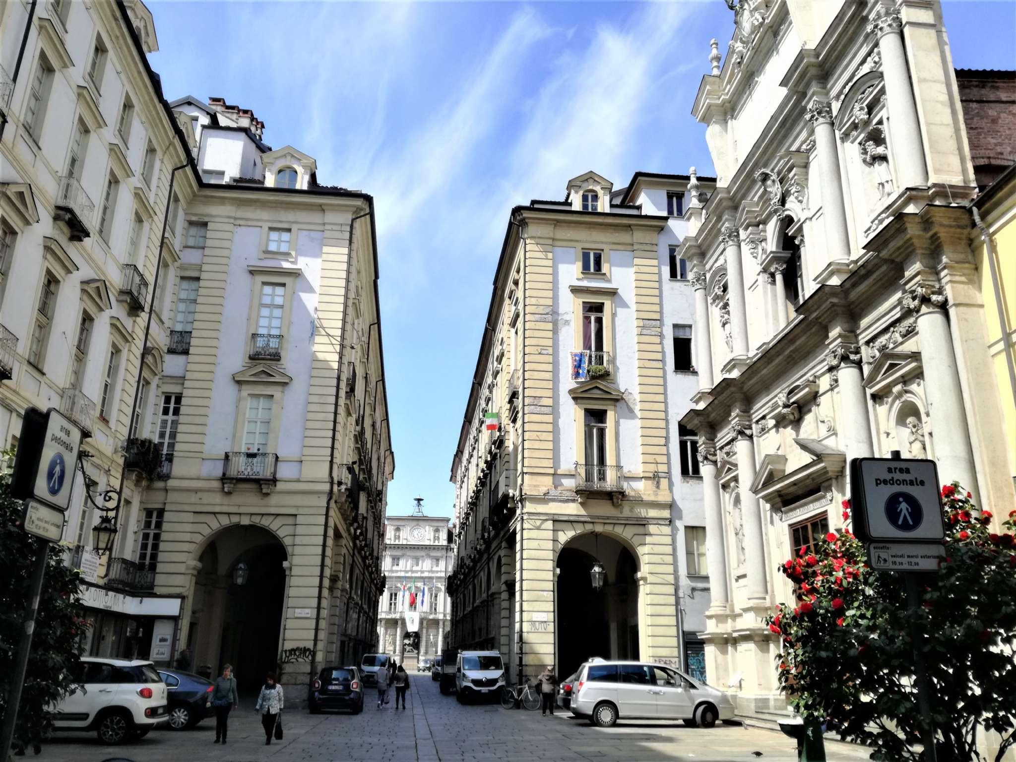 Foto 2 di Locale Commerciale via Porta Palatina, Torino (zona Centro)