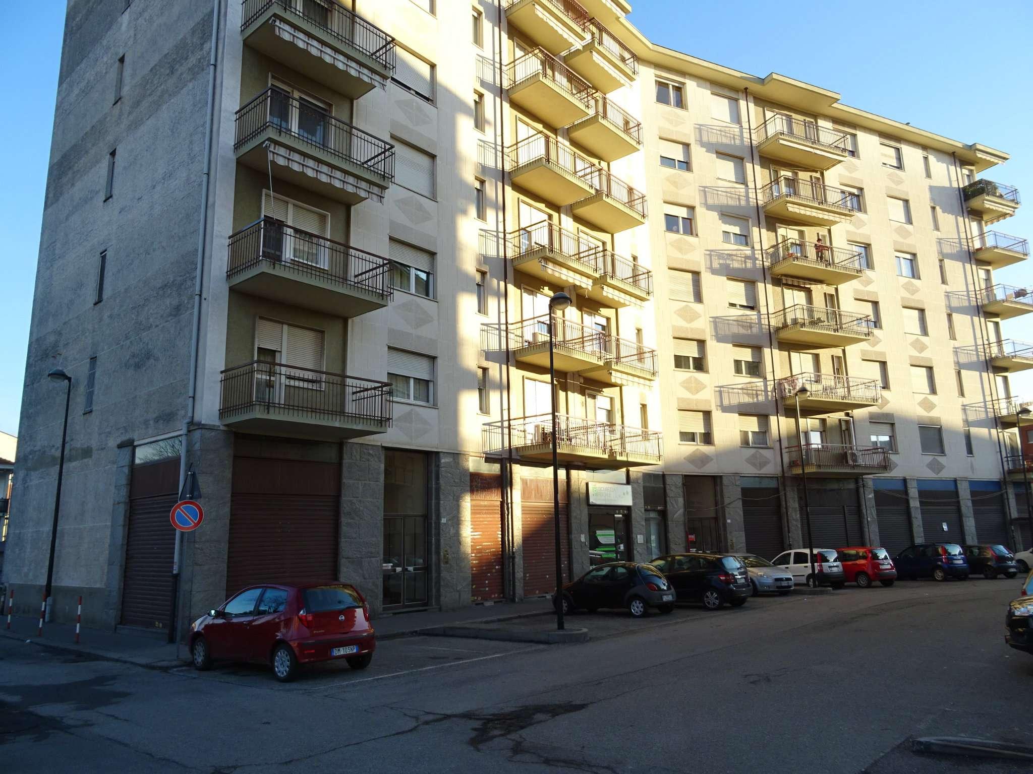 Immagine immobiliare Negozio con magazzino Nei pressi di Strada Torino, a poca distanza dal Comune di Beinasco, vendiamo un negozio ampio e luminoso con locale a due vetrine, un
