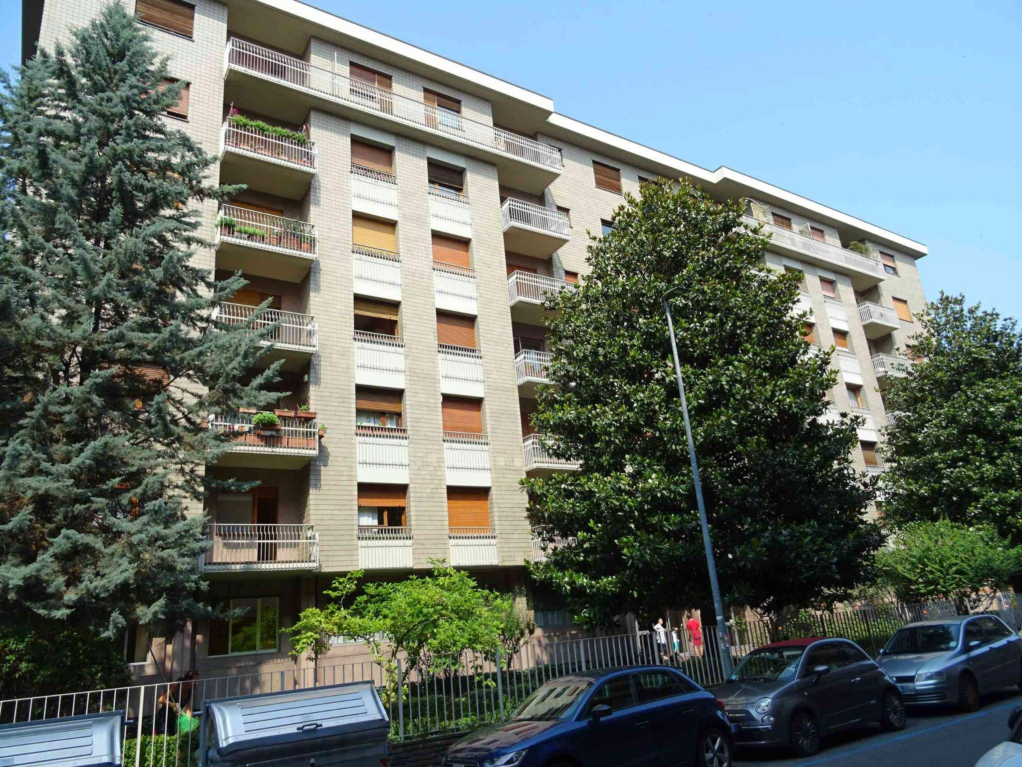 Immagine immobiliare Appartamento in condominio signorile Via Palmieri, a pochi metri da Corso Francia, in un edificio signorile del 1970, proponiamo un appartamento da ristrutturare composto da doppio ingresso, salone da 40 mq circa, cucina abitabile,...