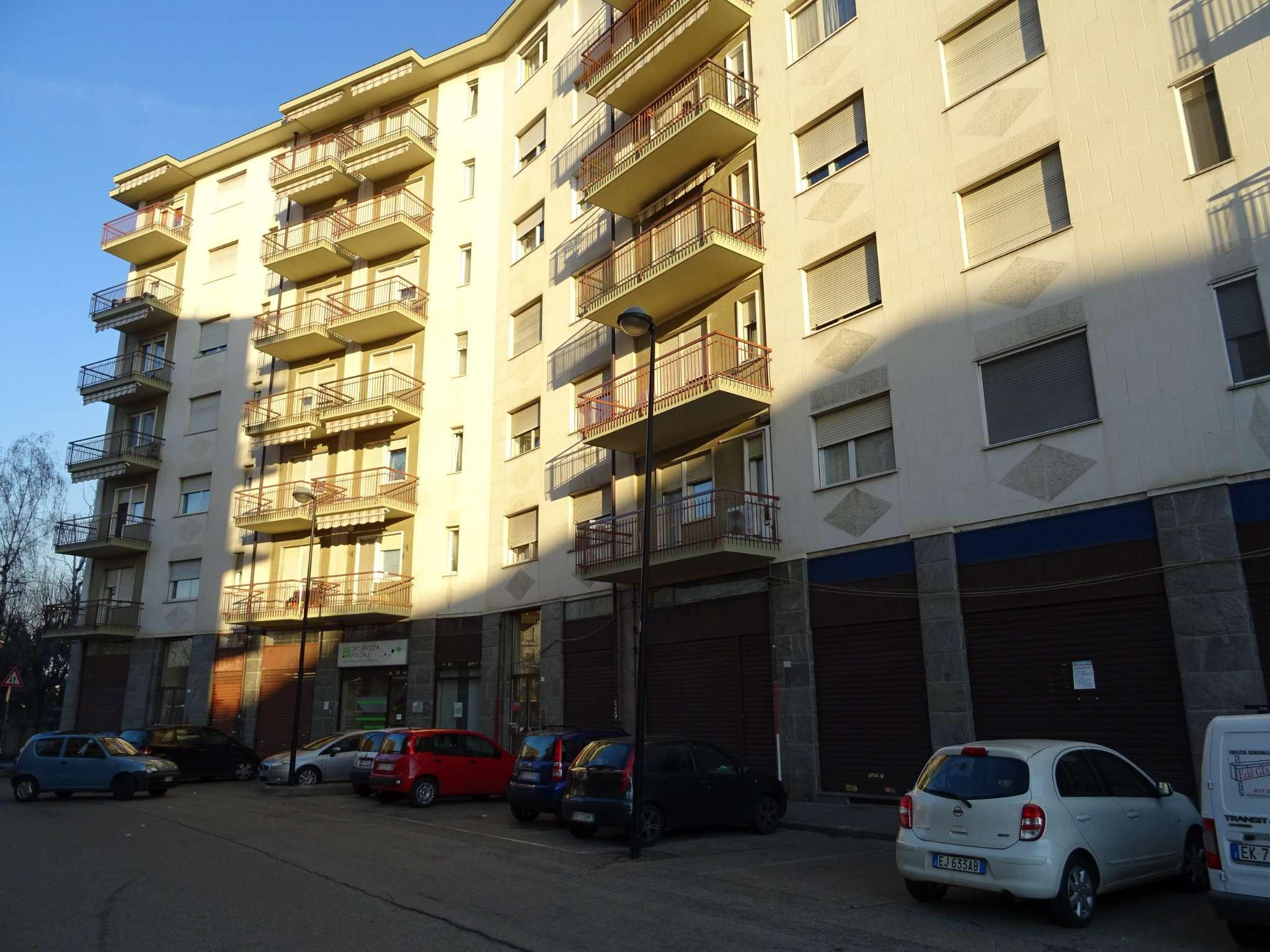 Immagine immobiliare Nelle vicinanze di Strada Torino, a poca distanza dal Comune di Beinasco, vendiamo un negozio luminoso composto da un locale con 2 vetrine, un