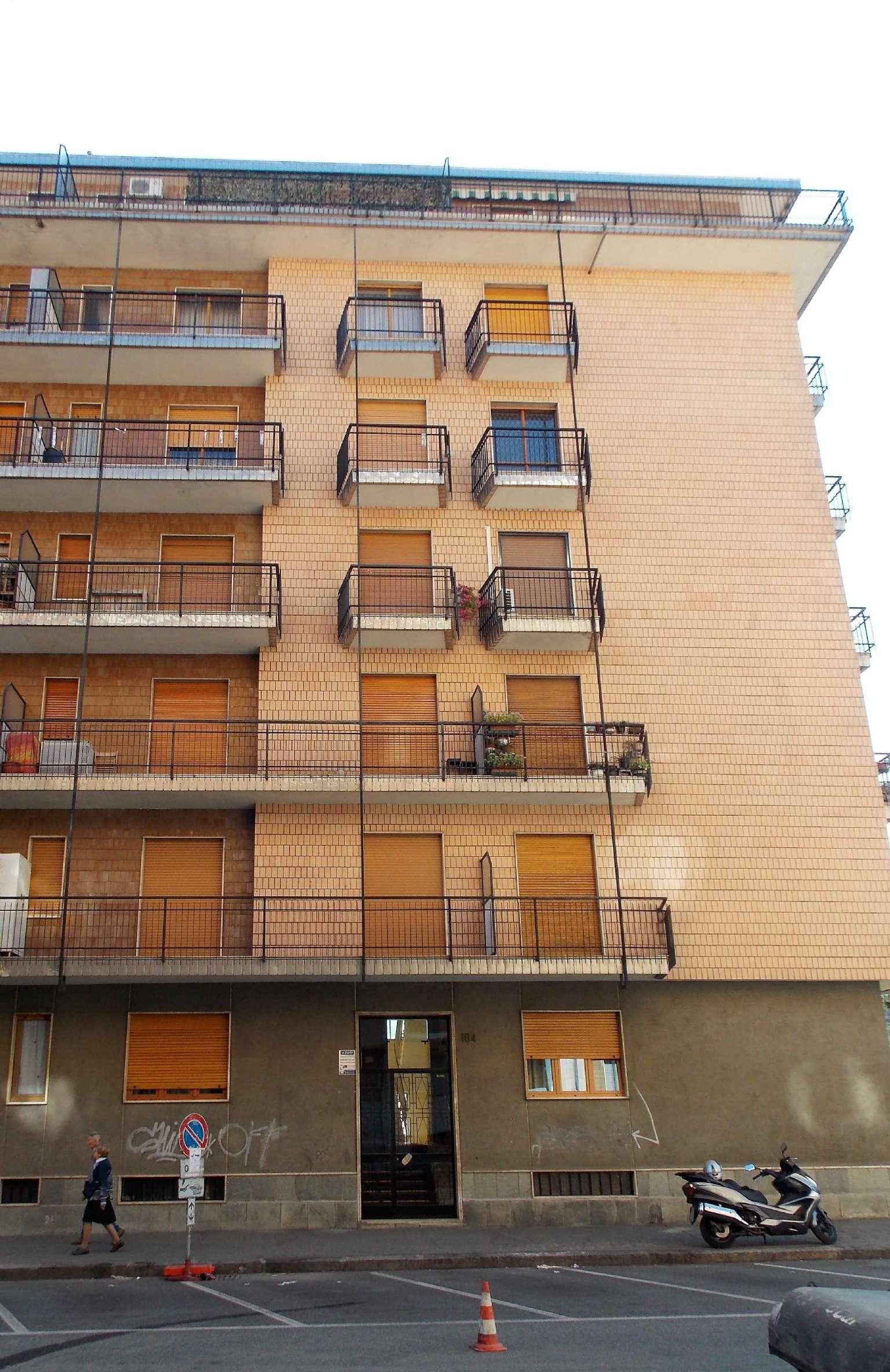 Immagine immobiliare Luminoso appartamento Quartiere Lingotto In prossimità con Corso Traiano, proponiamo in stabile medio signorile con ascensore, luminosissimo appartamento posto al quinto piano libero subito. Lo stesso è composto da un ampio...