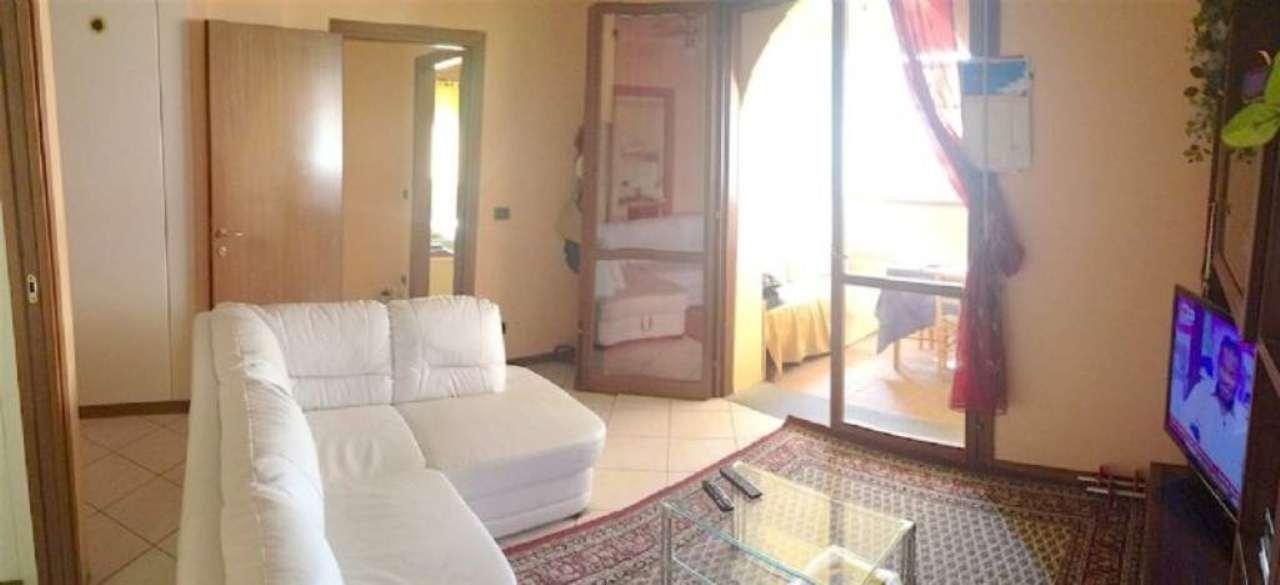 Appartamento in vendita a Sant'Ilario d'Enza, 3 locali, prezzo € 112.000 | Cambio Casa.it