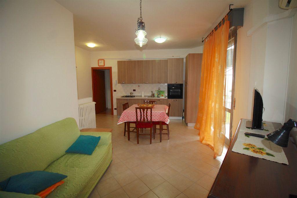 Appartamento in vendita a Sant'Ilario d'Enza, 3 locali, prezzo € 88.000 | Cambio Casa.it