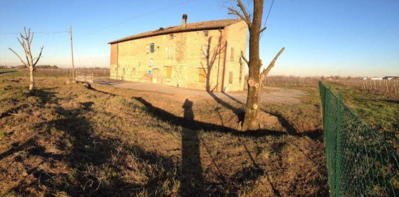 Rustico / Casale in vendita a Sant'Ilario d'Enza, 6 locali, prezzo € 135.000 | Cambio Casa.it