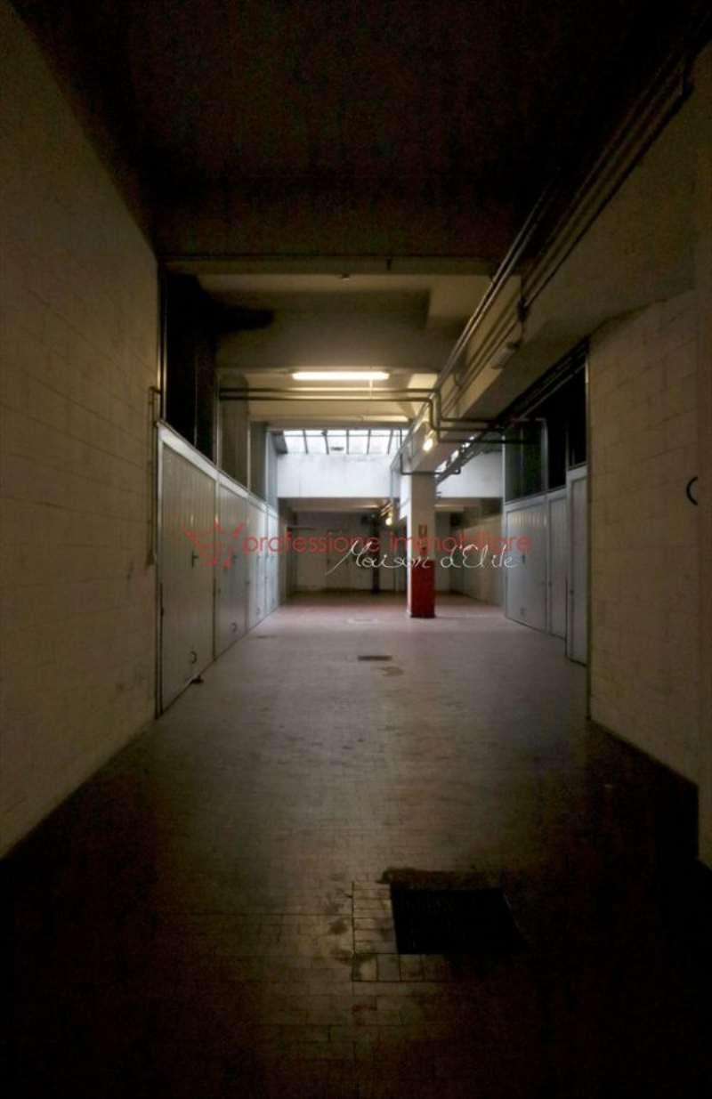 Box garage torino vendita zona 5 collina for 3 dimensioni del garage di stallo