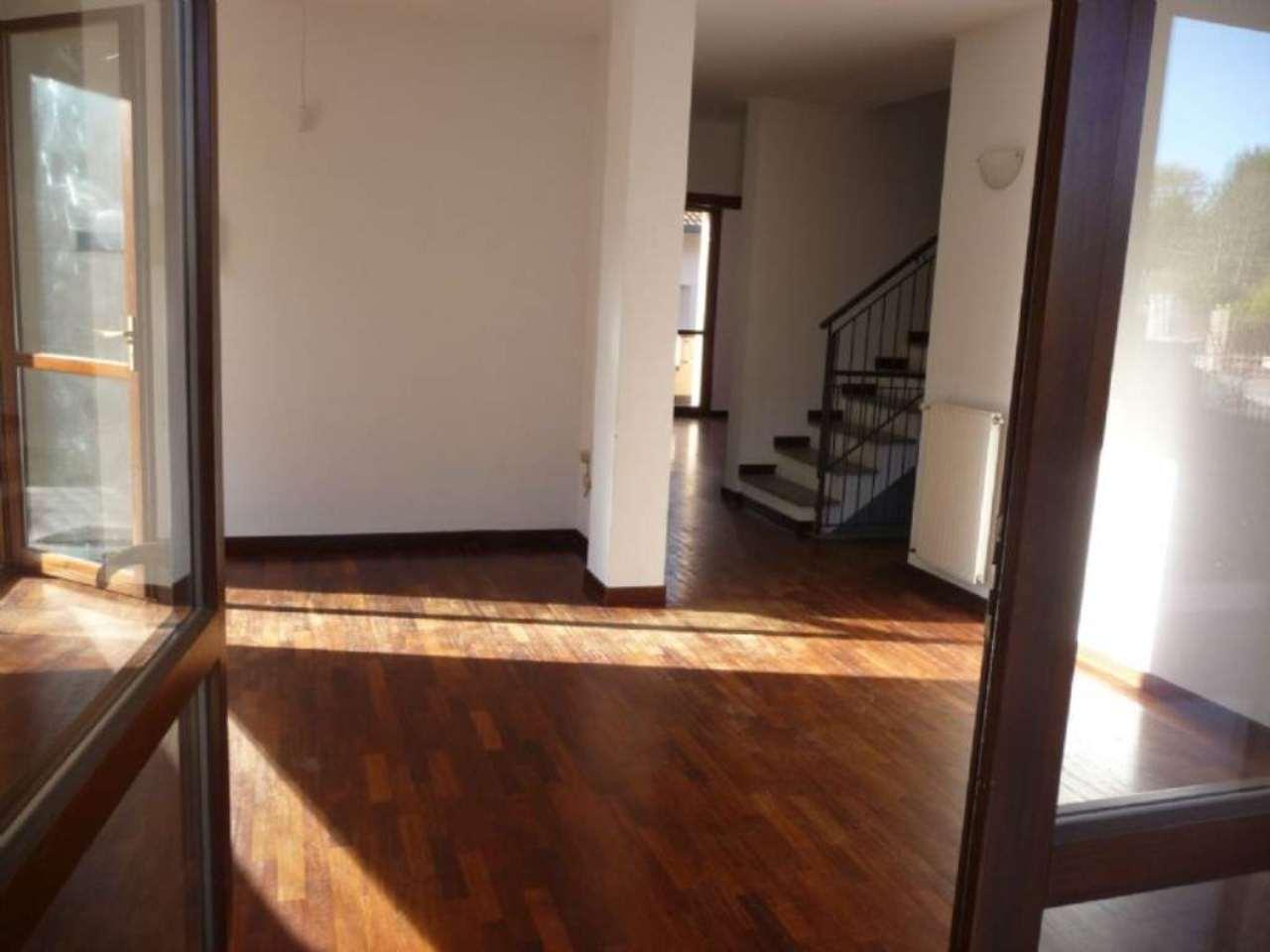 Villa in affitto a Azzate, 4 locali, prezzo € 1.350 | Cambio Casa.it