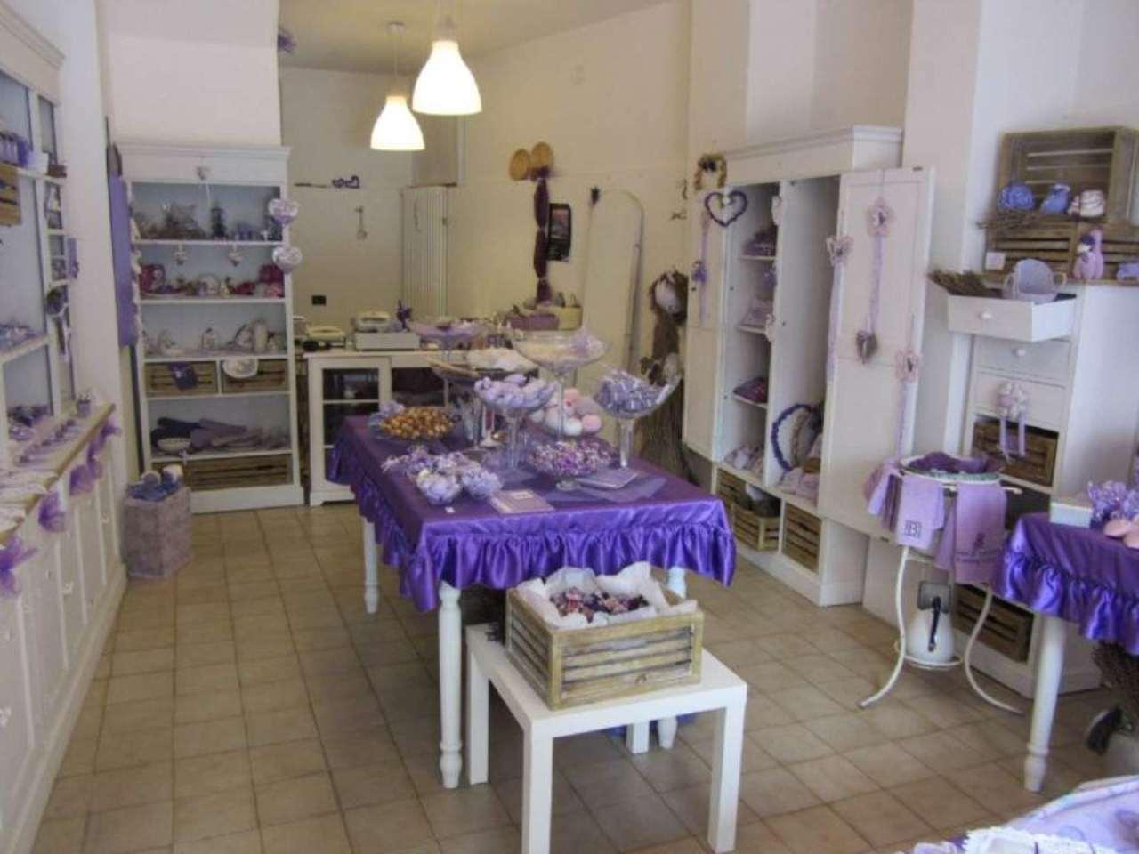 Negozio / Locale in affitto a Varese, 2 locali, prezzo € 650 | CambioCasa.it