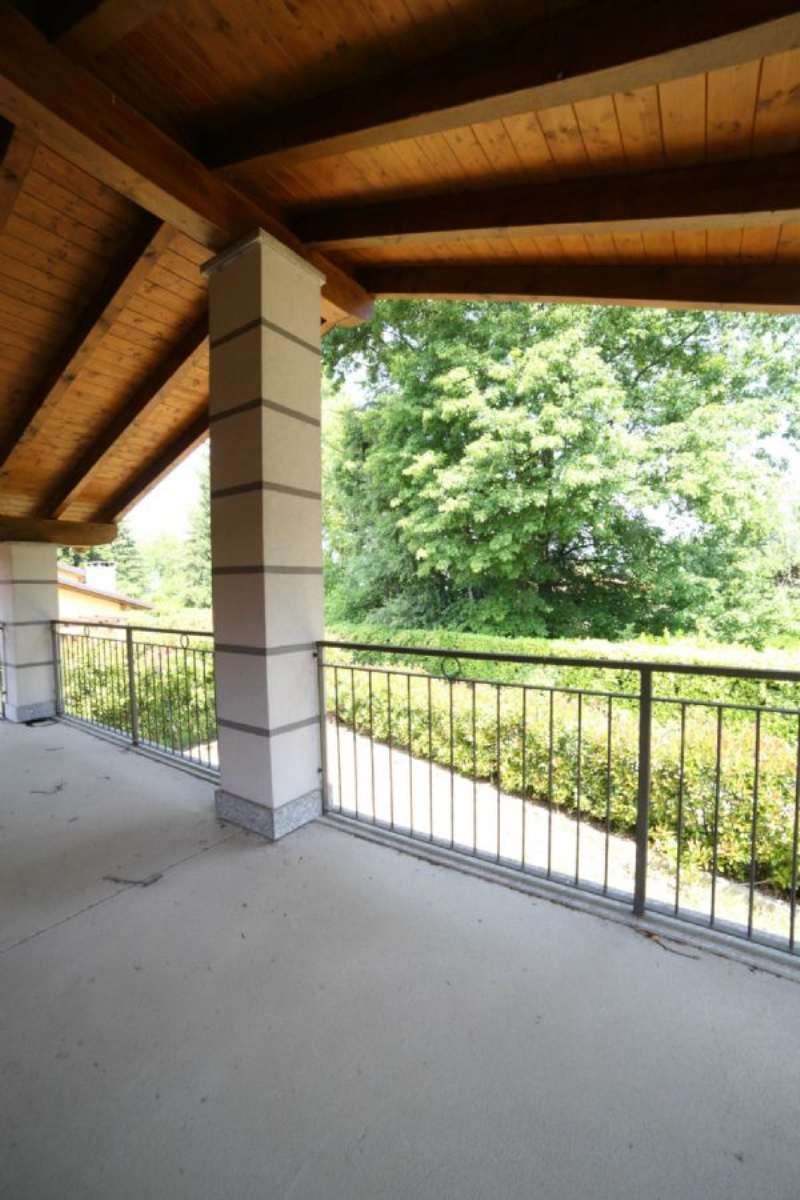 Villa in vendita a Galliate Lombardo, 6 locali, prezzo € 490.000 | Cambio Casa.it