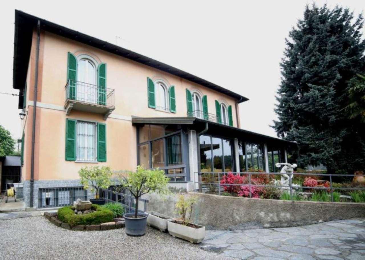 Villa in vendita a Varese, 6 locali, prezzo € 495.000 | Cambio Casa.it