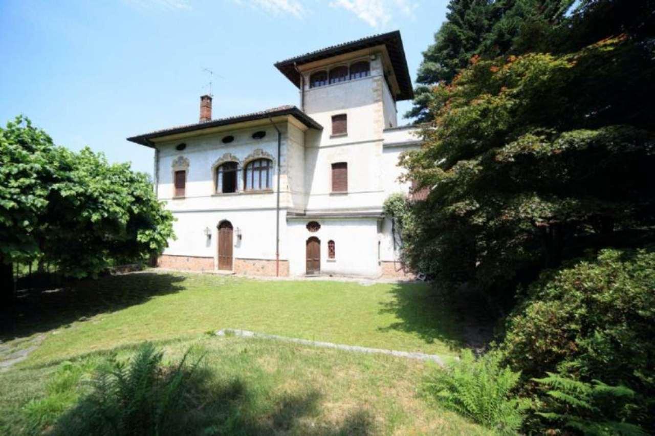 Villa in vendita a Induno Olona, 8 locali, prezzo € 820.000 | Cambio Casa.it