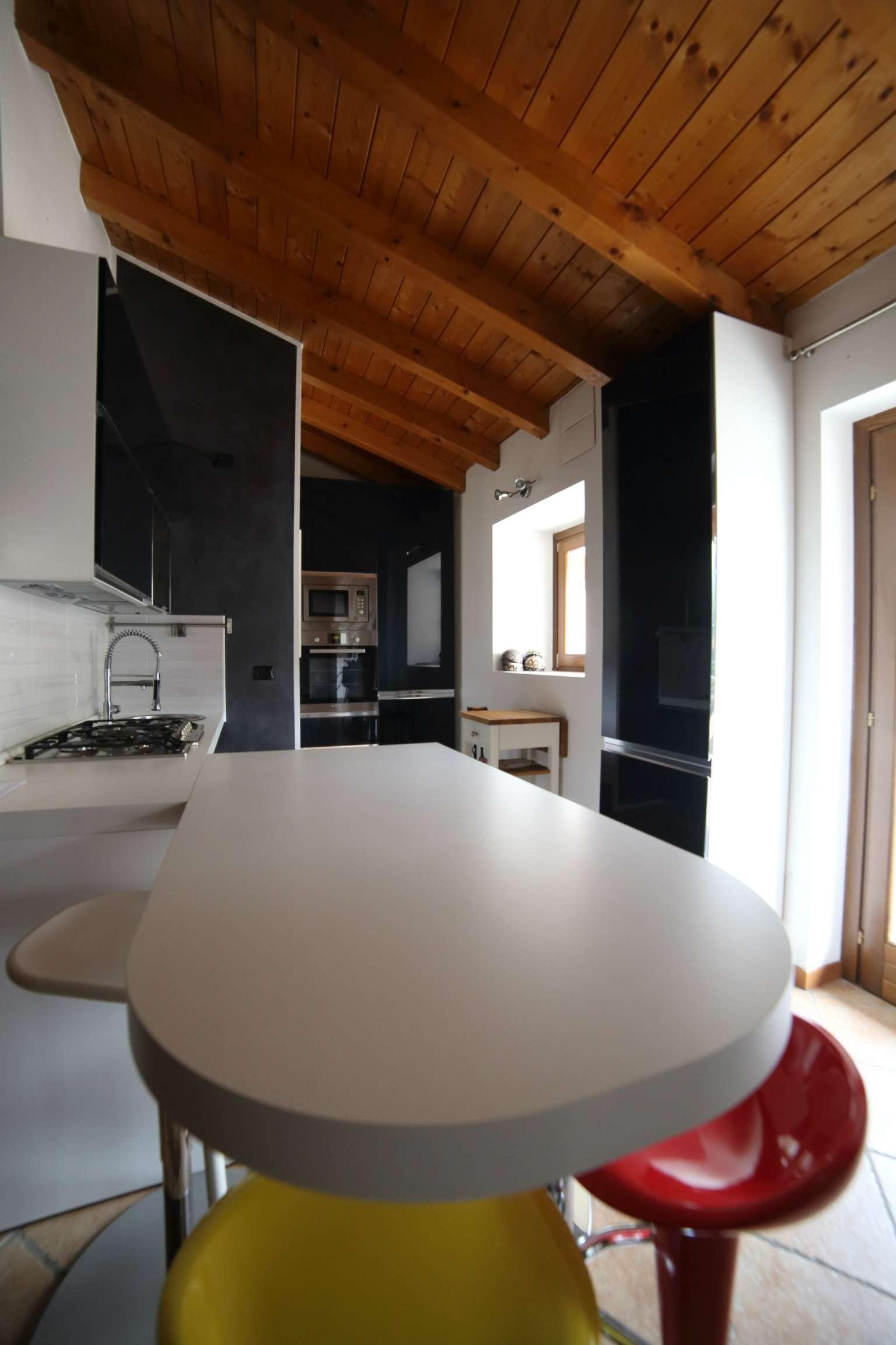 Appartamento in vendita a Besano, 3 locali, prezzo € 175.000   Cambio Casa.it