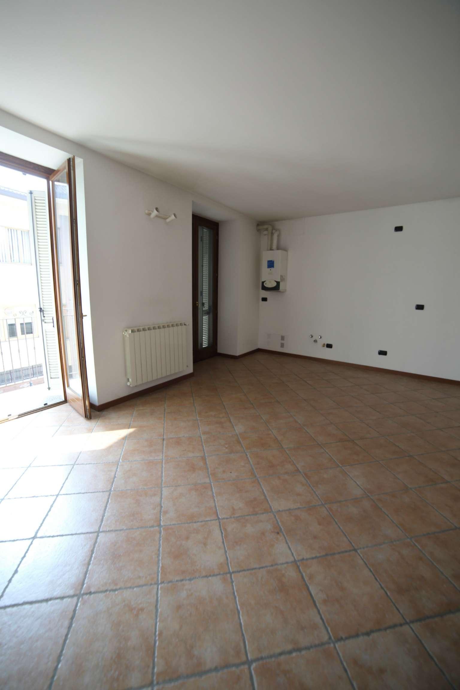 Appartamento in vendita a Besano, 2 locali, prezzo € 100.000   Cambio Casa.it