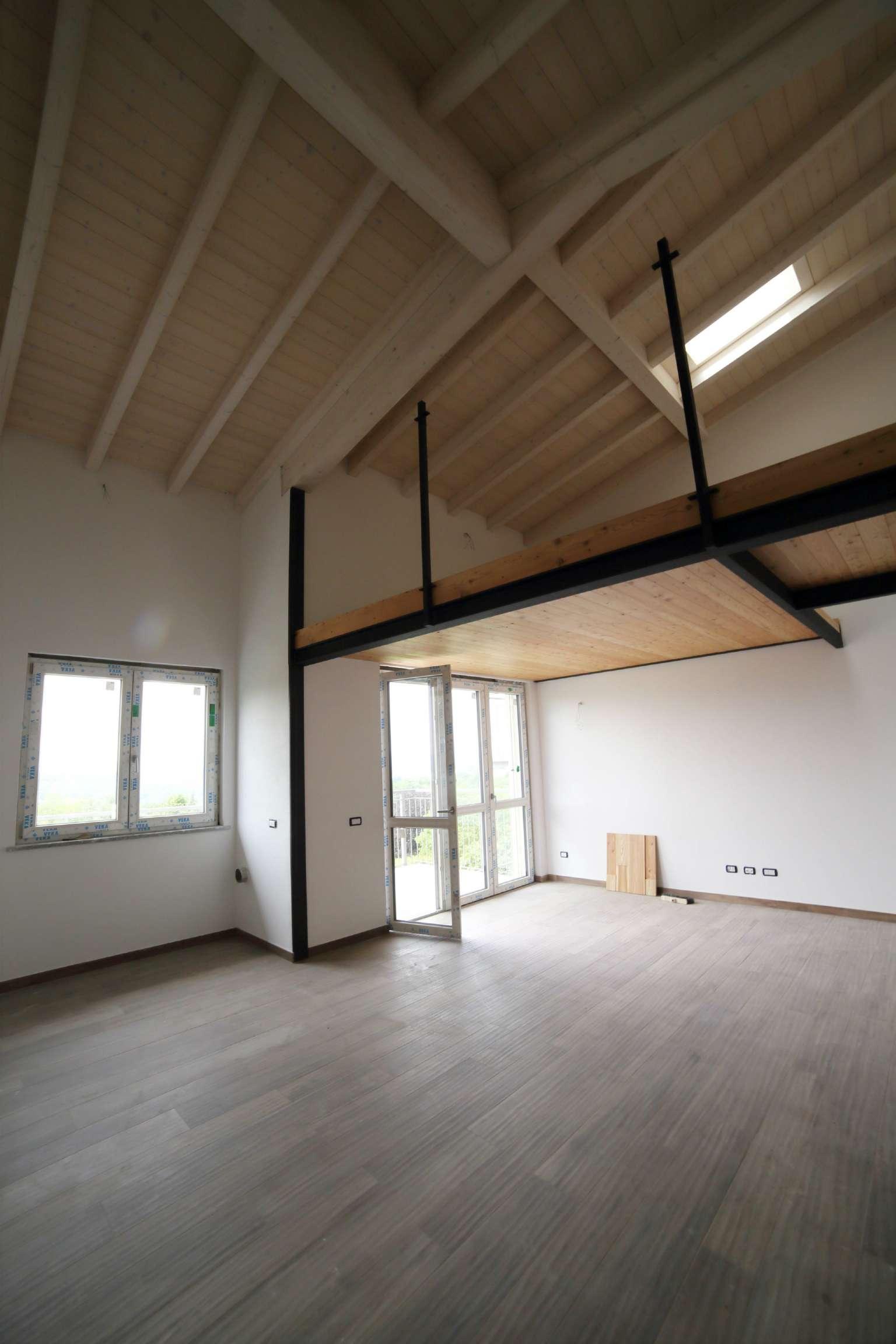 Attico / Mansarda in affitto a Varese, 4 locali, prezzo € 1.500 | Cambio Casa.it