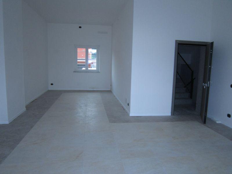 Negozio / Locale in affitto a Verona, 1 locali, zona Zona: 8 . San Michele, prezzo € 1.000 | Cambio Casa.it