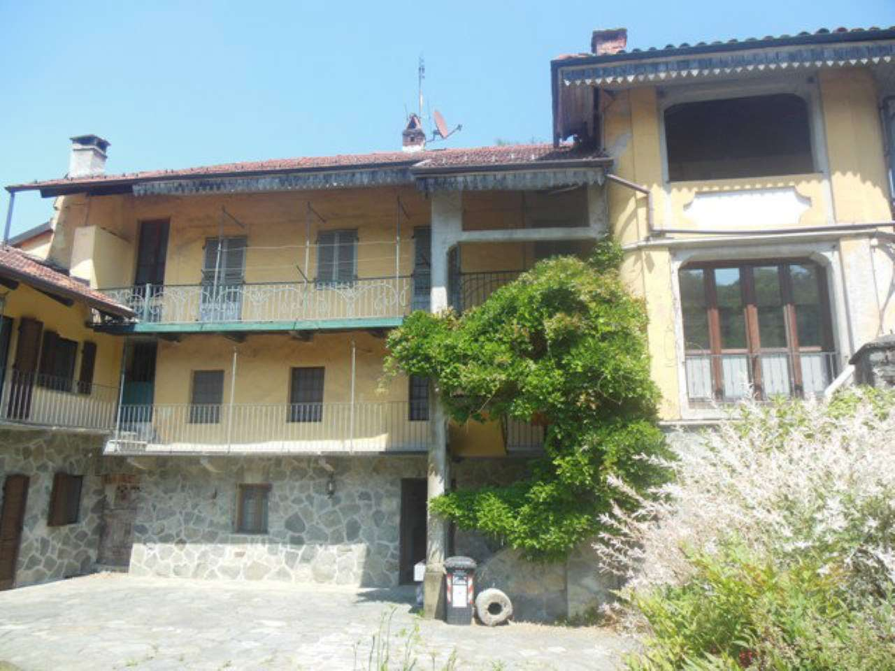 Rustico / Casale in vendita a Rocca Canavese, 12 locali, prezzo € 385.000 | Cambio Casa.it