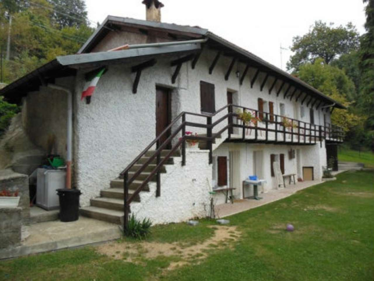 Rustico / Casale in vendita a Rossana, 8 locali, prezzo € 160.000 | CambioCasa.it
