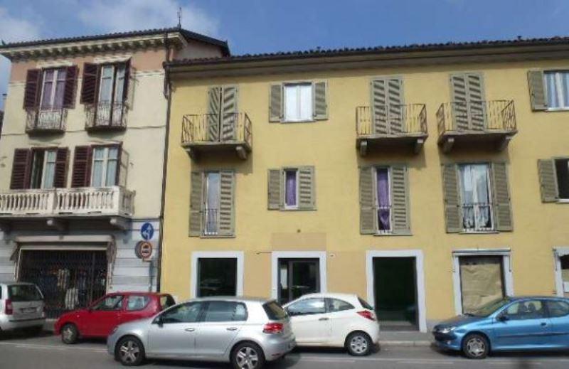 Negozio / Locale in affitto a Chieri, 2 locali, prezzo € 1.100   Cambiocasa.it