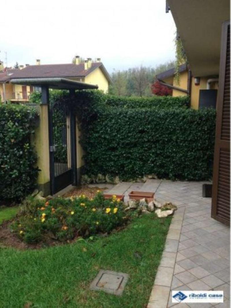 Villa in vendita a Carate Brianza, 4 locali, prezzo € 367.000 | Cambiocasa.it