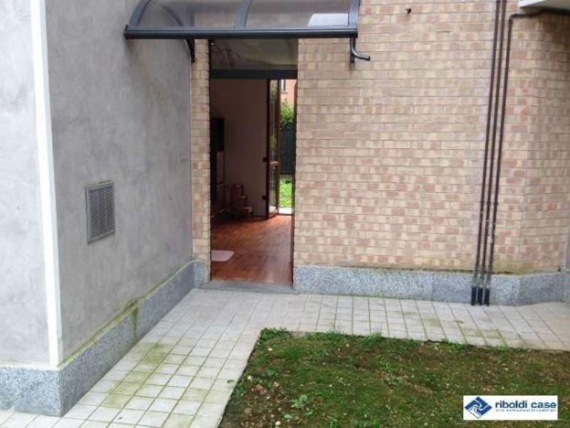 Appartamento in vendita a Desio, 9999 locali, prezzo € 100.000 | Cambiocasa.it