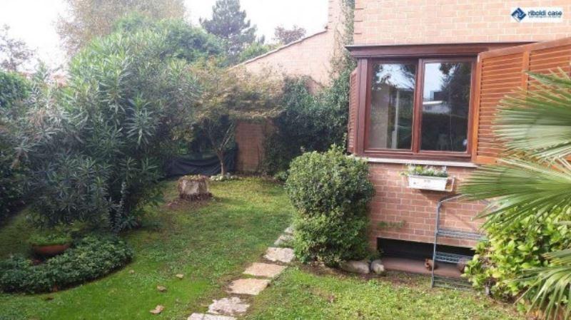 Villa in vendita a Seregno, 5 locali, prezzo € 499.000 | Cambiocasa.it