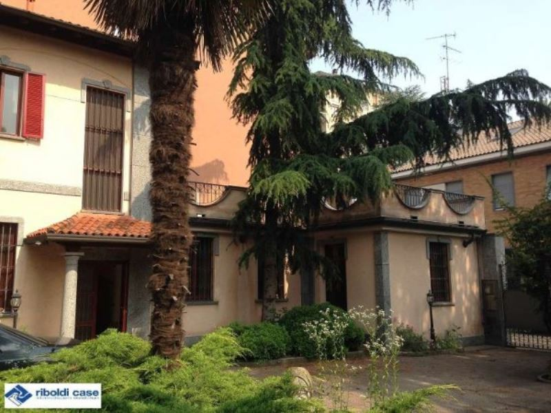 Villa in vendita a Seregno, 6 locali, prezzo € 1.260.000 | Cambiocasa.it
