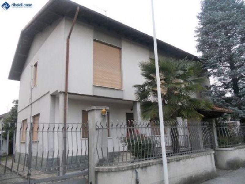 Villa in vendita a Seregno, 6 locali, prezzo € 490.000 | Cambiocasa.it