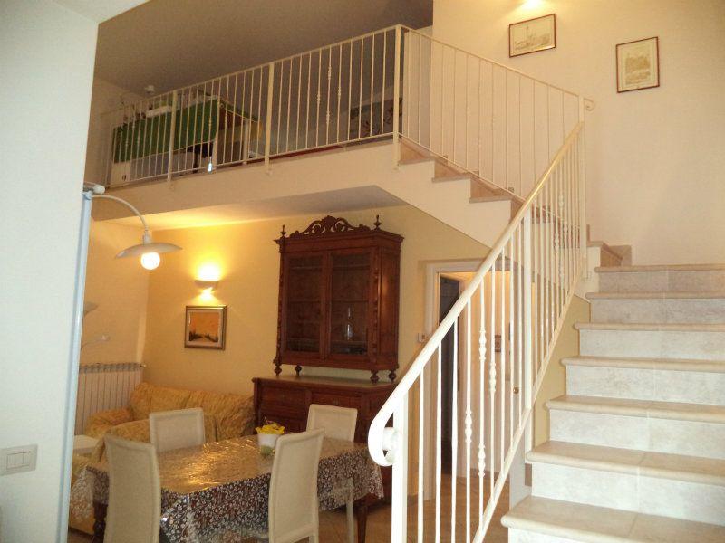 Palazzo / Stabile in affitto a Civitella in Val di Chiana, 5 locali, prezzo € 550 | Cambio Casa.it