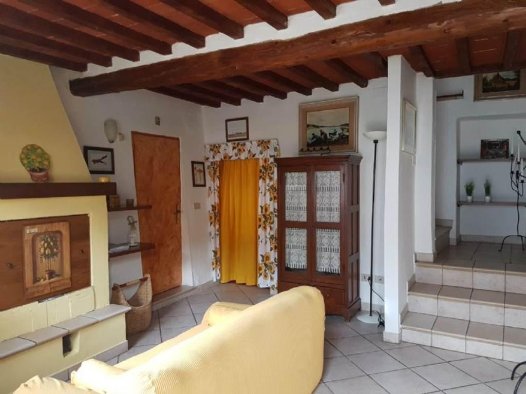 Palazzo / Stabile in affitto a Civitella in Val di Chiana, 4 locali, prezzo € 450 | Cambio Casa.it