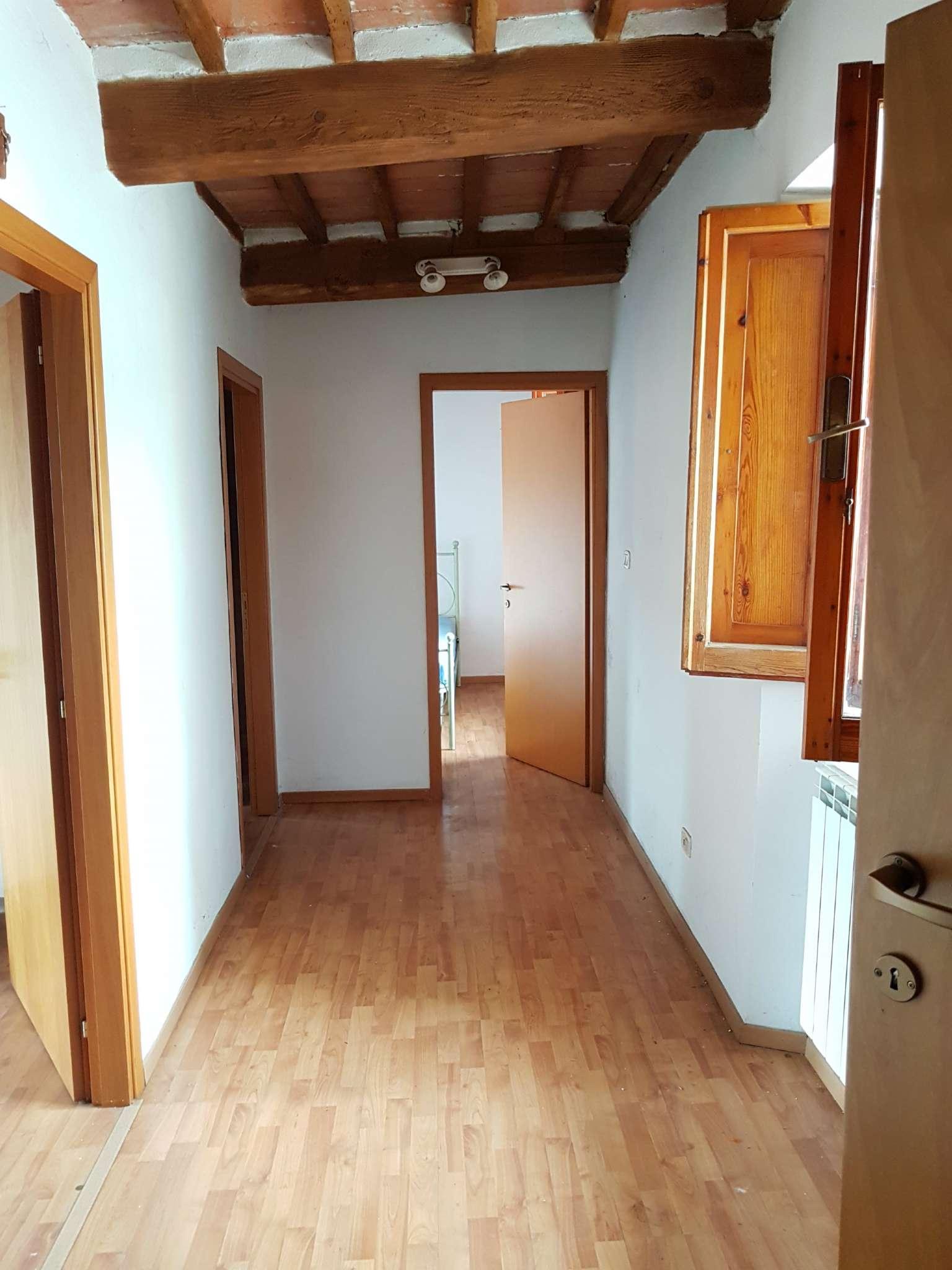 Palazzo / Stabile in affitto a Arezzo, 4 locali, prezzo € 550   CambioCasa.it