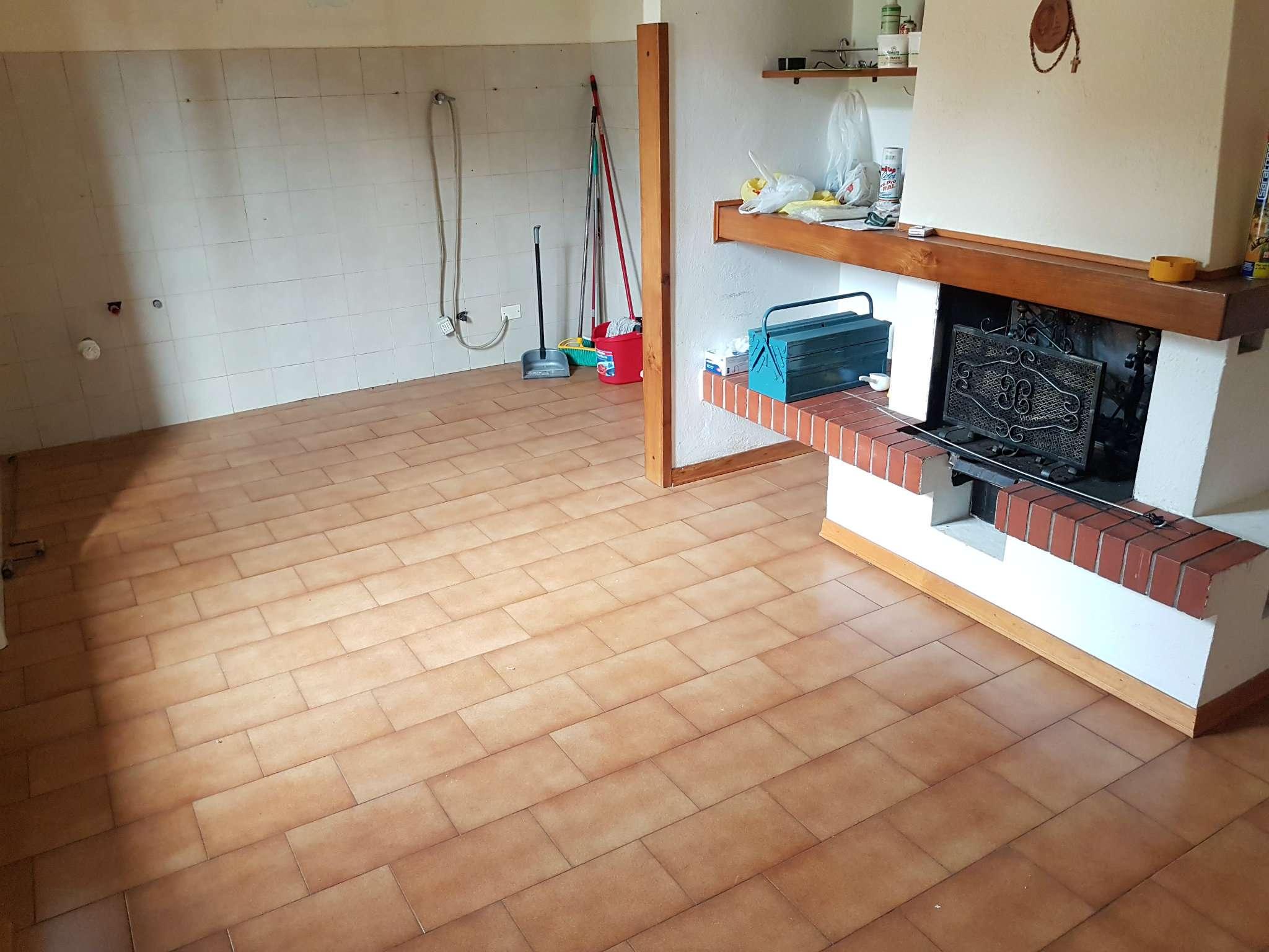 Appartamento in vendita a Foiano della Chiana, 4 locali, prezzo € 88.000 | CambioCasa.it