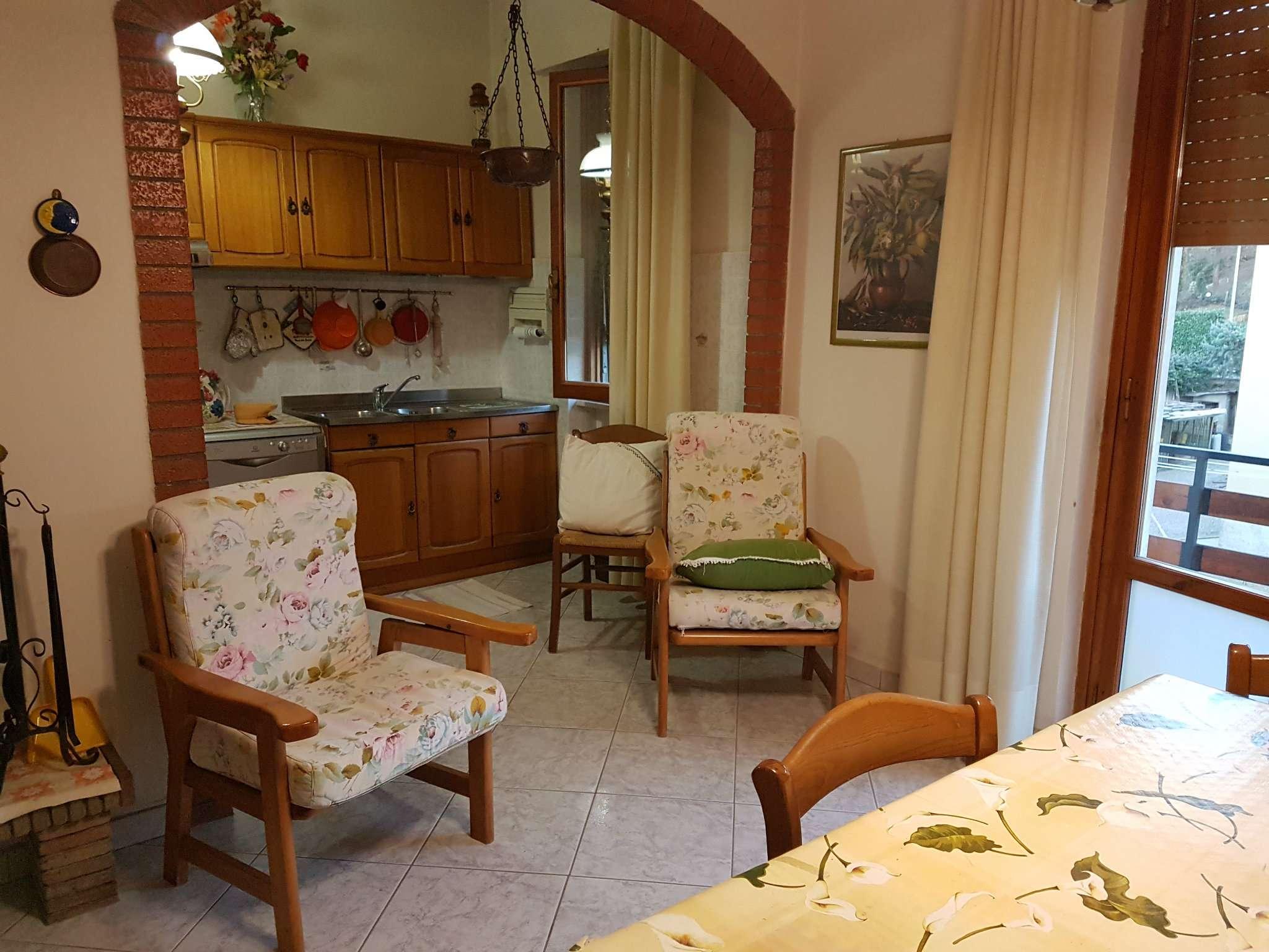 Soluzione Indipendente in vendita a Arezzo, 5 locali, prezzo € 250.000   CambioCasa.it